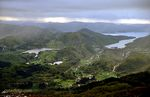 På veg ned mot Hoveden har me utsyn til Lonevåg, som er fjorden til høgre på biletet.